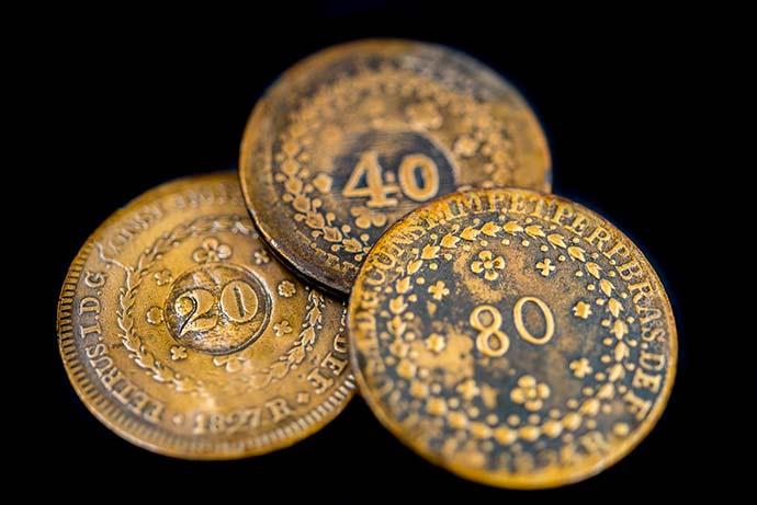 19 RéisCarimbados 015 Adriana Franciosi - Exposição de moedas e lançamento de livro no Santander Cultural