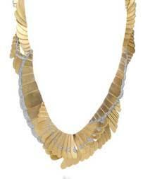 329507 761242 greta gerwig   colar em ouro e diamantes de angela cummings web  - Celebridades usam joias Tiffany no 75º Globo de Ouro