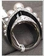 329507 761252 margot robbie   anel em ouro branco com pA C rolas e diamantes web  - Celebridades usam joias Tiffany no 75º Globo de Ouro
