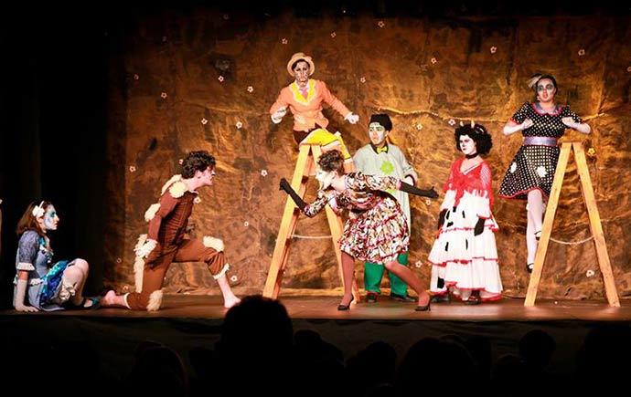 As inscrições são para ocupação dos teatros Bruno Kiefer e Carlos Carvalho para apresentações de teatro circo dança e música - Inscrições abertas para ocupação de teatros da Casa de Cultura Mario Quintana