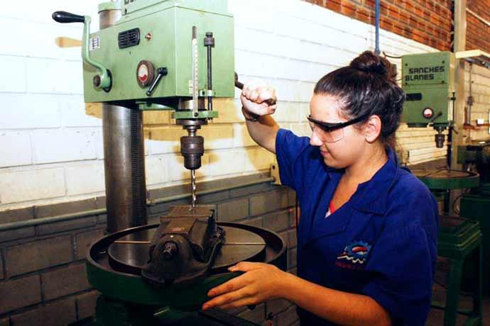 As vagas disponíveis atendem a variados cursos técnicos - Matrículas abertas para ensino médio profissionalizante no RS