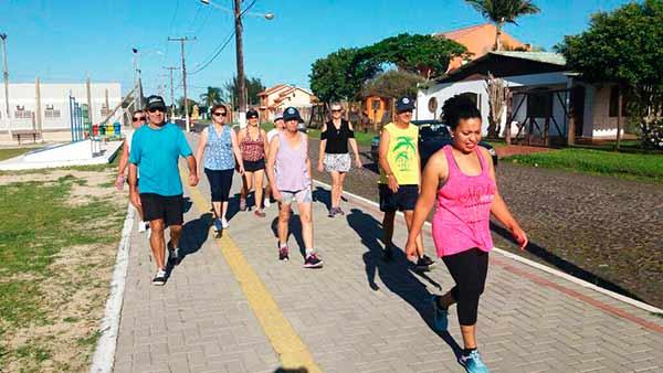Caminhada Orientada Academia da Sáude foto Neuza Gonzalez1515007206270 - Programação da Academia da Saúde de Imbé