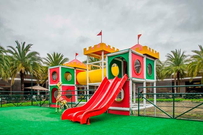 Castelo Multicolorido é atração de férias do Catarina Fashion Outlet - Castelo Multicolorido no Catarina Fashion Outlet