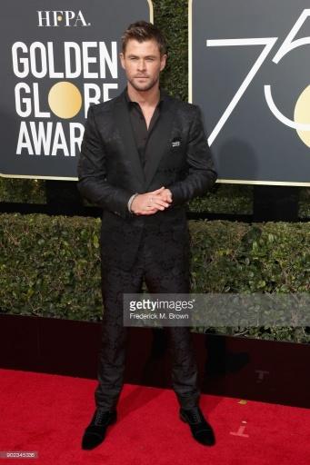 Chris Hemsworth - Globo de Ouro:  Celebridades brilham com sapatos Christian Louboutin