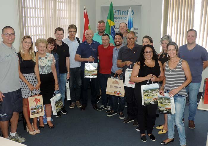 Comitiva na Prefeitura de Timbo - Rota Romântica busca conhecimento sobre cicloturismo no Vale Europeu