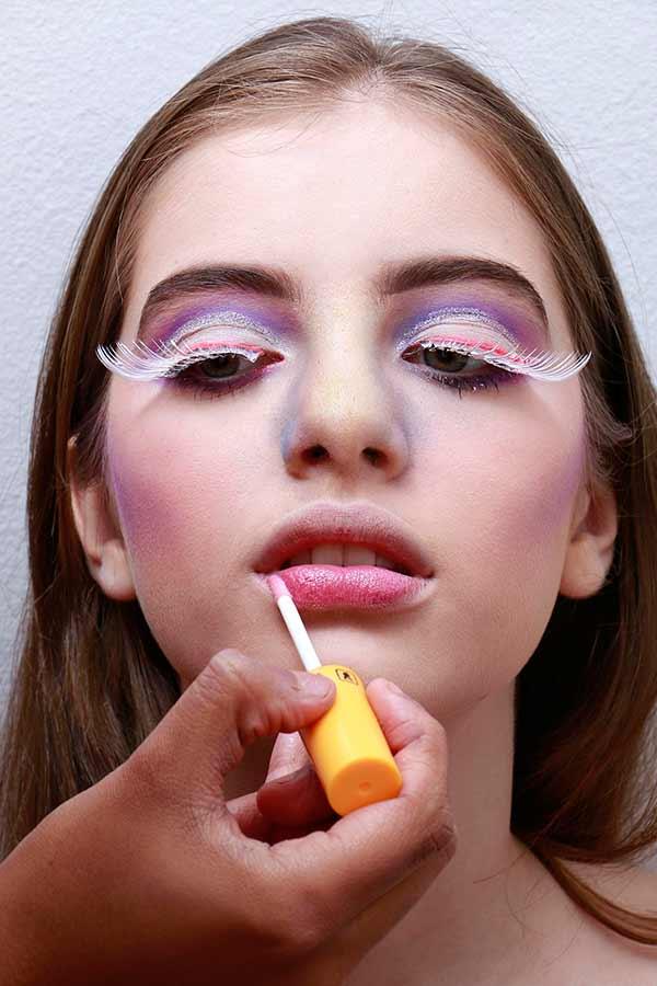 Foto 11 - Passo a passo maquiagem de unicórnio para o Carnaval