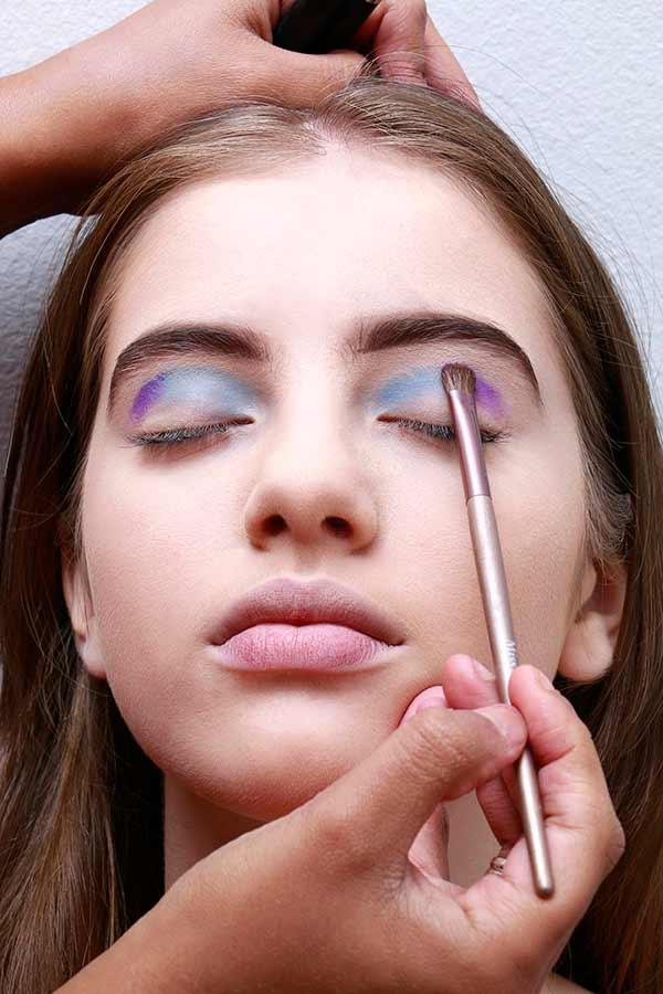 Foto 4 - Passo a passo maquiagem de unicórnio para o Carnaval