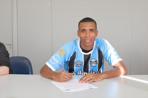 Grêmio Madson - Grêmio contrata o lateral-direito Madson