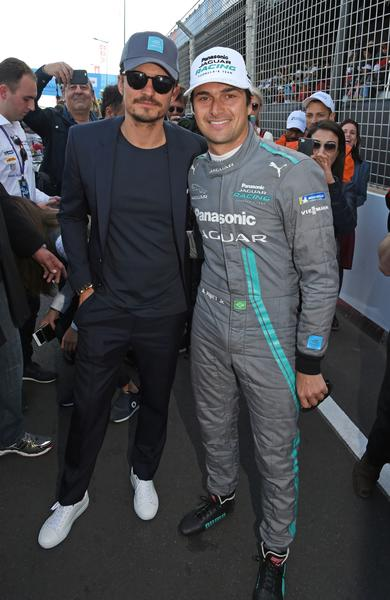 Revista News Orlando-Bloom-e-Nelson-Piquet-Jr. Orlando Bloom usa BOSS no FIA Formula E Marrakesh E-Prix