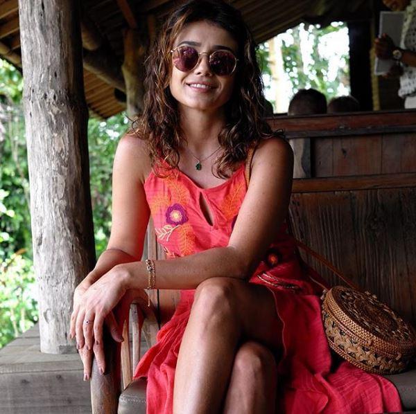 Paula Fernandes 1 - Celebridades usam Batiche nas férias