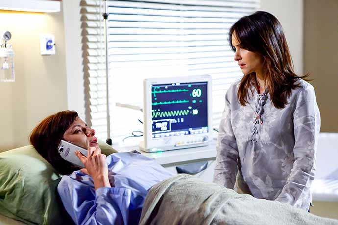 Paula no Hospital e Rose Foto Gabriel Cardoso SBT 2 - O casamento de Cecília e Gustavo na novela Carinha de Anjo