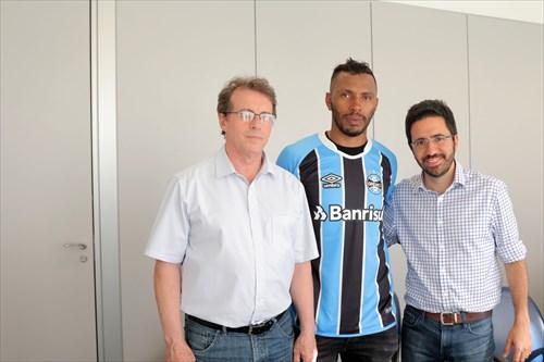 Paulo Miranda assina com o Grêmio - Zagueiro Paulo Miranda acerta com Grêmio