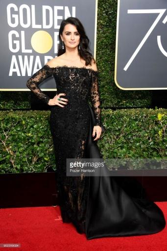 Penelope Cruz - Globo de Ouro:  Celebridades brilham com sapatos Christian Louboutin