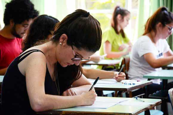 Photo of Texto de Martha Medeiros foi tema da redação do Vestibular 2018 da UFRGS