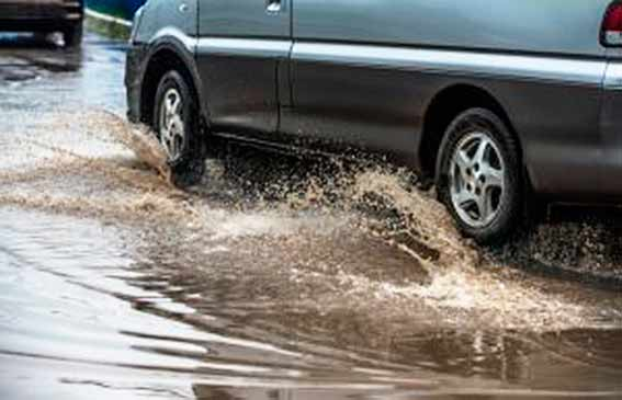 aquaplanagem - Aquaplanagem é risco para motoristas em dias de chuva