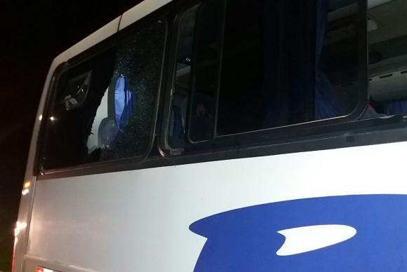 ataque a onibus - Polícia investiga ataque a ônibus de detentos no Paraná