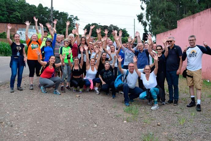 caminhada - Caminhada Noturna reúne mais de 30 pessoas em Nova Petrópolis