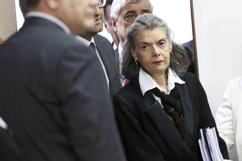 Photo of Cármen Lúcia e Perillo discutem crise prisional em Goiás