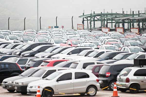 carros - Venda de veículos fecha 2017 com alta de 9,23%