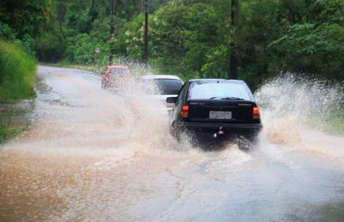 chuva 20180110 1849886915 - Defesa Civil alerta para risco de alagamentos e deslizamentos em SC