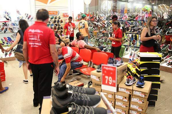compras - 48% dos consumidores pretendem reduzir gastos em 2018