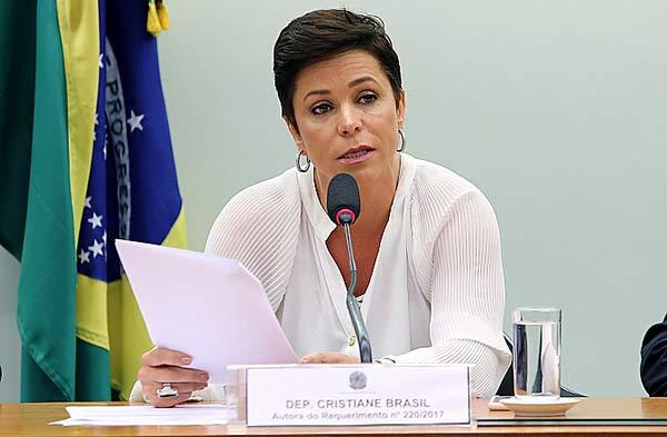 Photo of Polícia Federal deixa gabinete de Cristiane Brasil após três horas de buscas