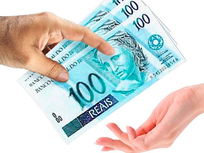 devolvendo dinheiro - Brasileiros preferem dinheiro para pagar suas contas
