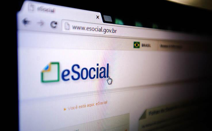 esocial1 cópia - Receita Federal adia envio de dados ao eSocial
