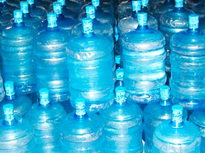 galão - Galões de água contaminados com Hepatite A apreendidos no RJ