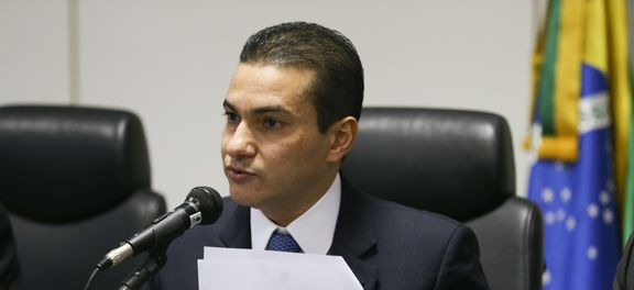 Photo of Ministro da Indústria e Comércio, Marcos Pereira pede demissão