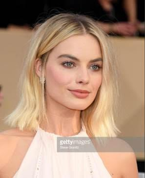 margot robbie web  1 - Margot Robbie e Yara Shahidi no 24º Sag Awards