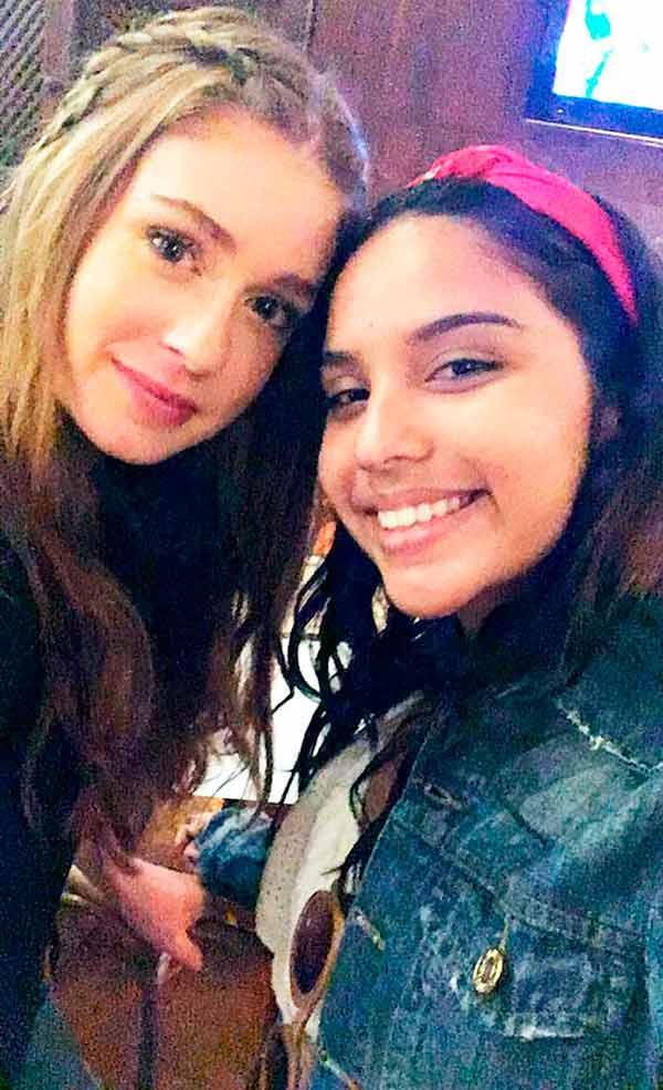 mariana e fã - Marina Ruy Barbosa faz selfie com fã via Twitter