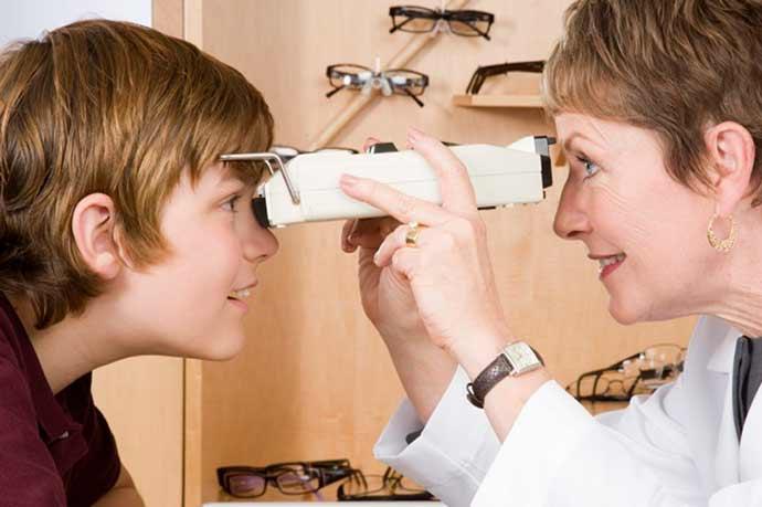 miopia infantil - Por que há mais crianças míopes hoje em dia?