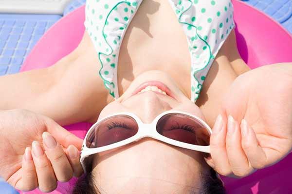 oculos sol verão - Cuidados com os olhos na temporada de praia e piscina
