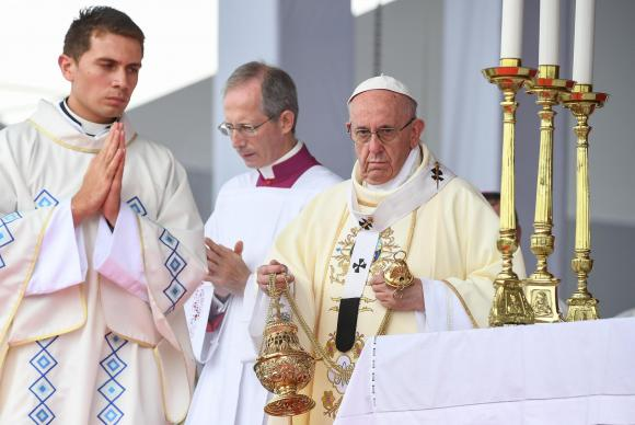 """papa - Papa lamenta """"violência desumana"""" no Afeganistão e condena últimos atentados"""