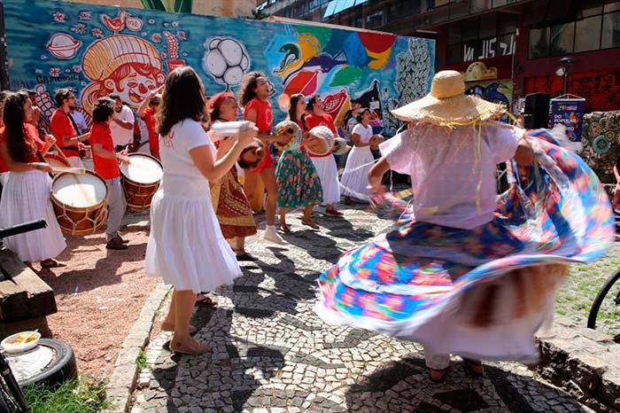 00218591 - Curitiba: Música e passeio de bicicleta movimentaram sábado de sol