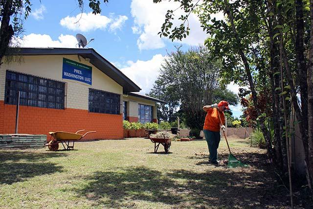 2 editada - Equipe de limpeza da COMUR intensifica ações em escolas municipais