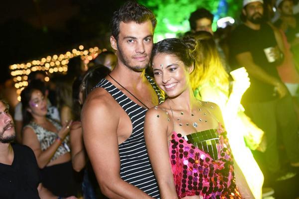 331205 766559 cynthia senek e namorado web  - Anitta faz aparição surpresa na festa Esbórnia, no Rio de Janeiro