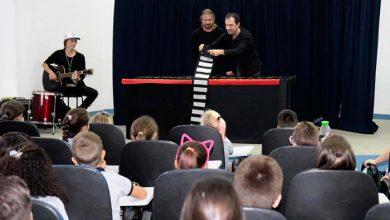 Alunos da Escola Municipal Arinor Vogelsanger durante peça do Programa Teatro de Trânsito na Escola 390x220 - EmJoinville alunos aprendemsobre segurança no trânsito com teatro