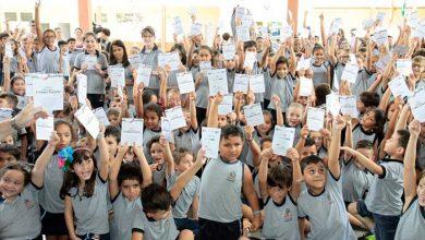 Alunos da rede municipal de Joinville recebem cartilha contra violência infantil 390x220 - Alunos da rede municipal de Joinville recebem cartilha contra violência infantil
