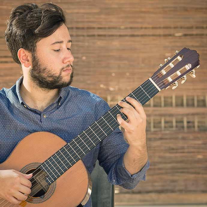 As Folias de Epanha com o violonista Miguel Besnos - Sala Álvaro Moreyra terá recital de violão nesta quinta-feira
