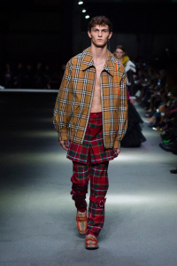 """Burberry February Collection 2018 Look 23 - Burberry apresenta sua coleção February 2018: """"Time"""""""
