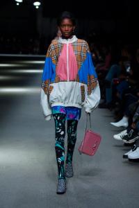 """Burberry February Collection 2018 Look 62 - Burberry apresenta sua coleção February 2018: """"Time"""""""