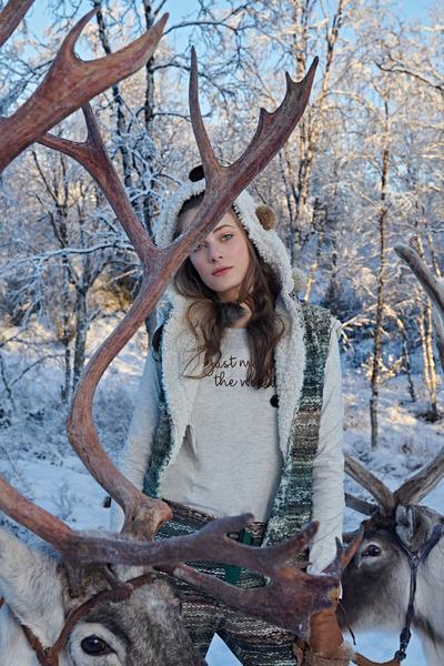 Revista News Campanha-Lua-Luá-finlandia3 Thairine Garcia posa na Finlândia para o Inverno 2018 da Lua Luá