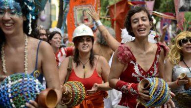 Cordão do Boitatá 390x220 - Cordão do Boitatá leva alegria contagiante às ruas do Rio