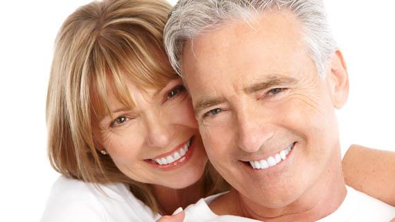 Cuidado com os dentes na terceira idade - BOA SAÚDE BUCAL AUMENTA QUALIDADE DE VIDA NA TERCEIRA IDADE