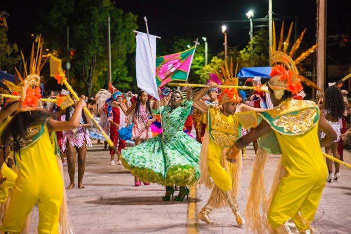 Desfile das escolas de samba no carnaval de Novo Hamburgo 2 - Tempo bom para o carnaval de Novo Hamburgo