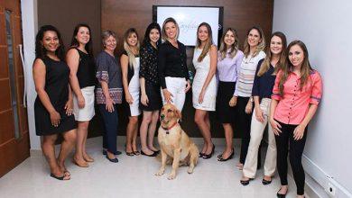 Equipe com Tehobaldo 390x220 - Escritório de advocacia adota rotina pet friendly