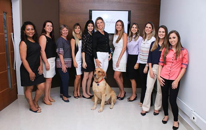 Equipe com Tehobaldo - Escritório de advocacia adota rotina pet friendly