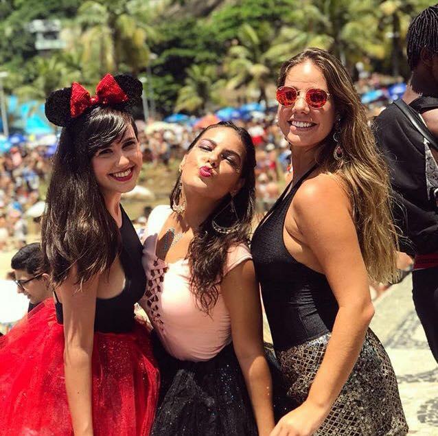GiullianaSuccine1 Foto ReproduçãoInstagram - Giulliana Succine curte bloco de carnaval no Rio de Janeiro